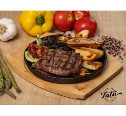 Muschi de vita grill servit cu legume si cartofi cu rozmarin